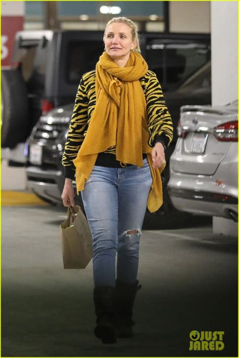 Cameron Diaz Picks Up Some Groceries in Beverly Hills