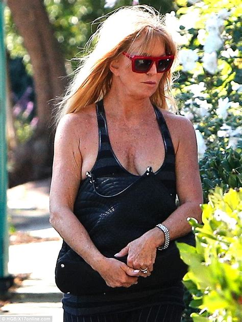 Goldie Hawn dons quite the scowl after Thanksgiving trip